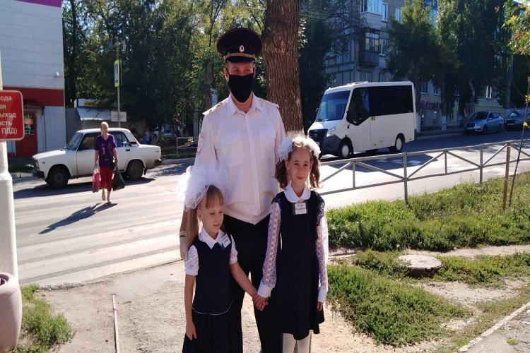 Первый урок для 1″А» класса школы-интерната им.И.Егорова провёл начальник отдела ГИБДД Новокуйбышевска